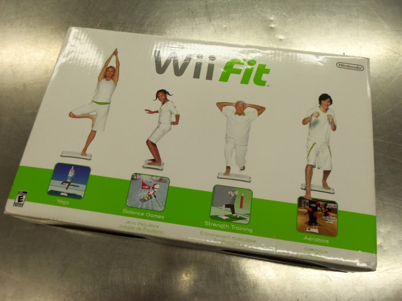 WII FIT BOARD ONLY IN BOX NO GAME LIKE NEW TESTED
