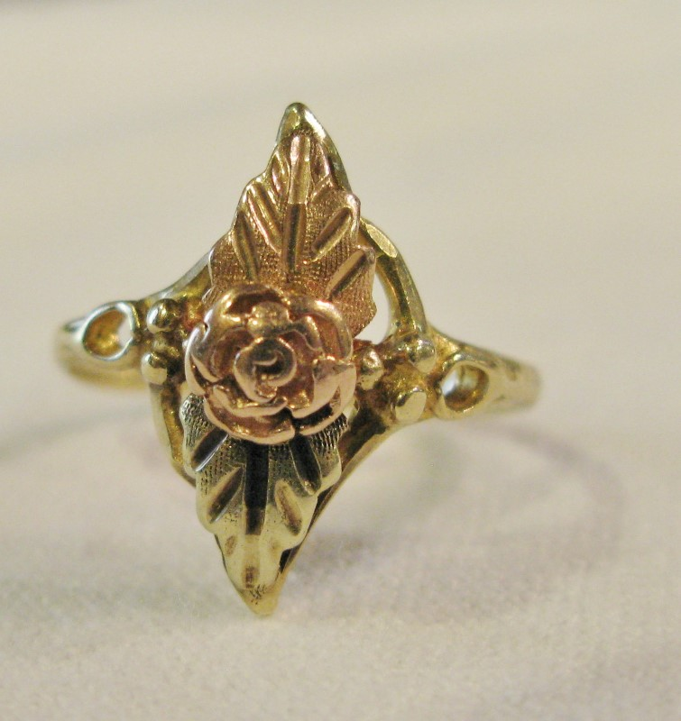 Vintage Black Hills Gold Lady's Gold Ring 10K Tri-color Gold 1.42dwt Size:7
