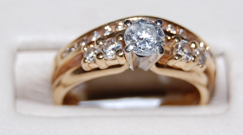 Lady's Diamond Wedding Set 20 Diamonds .72 Carat T.W. 14K Yellow Gold 5g Size:6