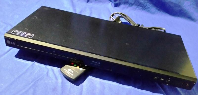 LG BLU RAY PLAYER BP220