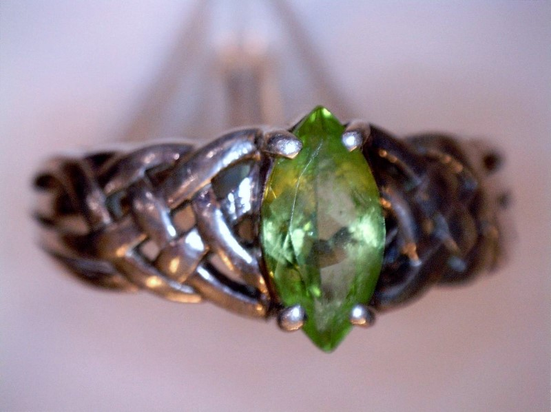 Peridot Lady's Silver & Stone Ring 925 Silver 2.74dwt Size:9.5