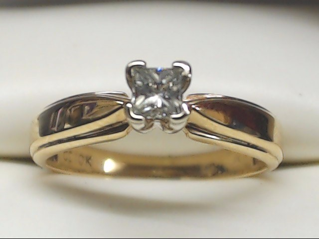 Lady's Diamond Engagement Ring .15 CT. 10K Yellow Gold 2.1g Size:5.3