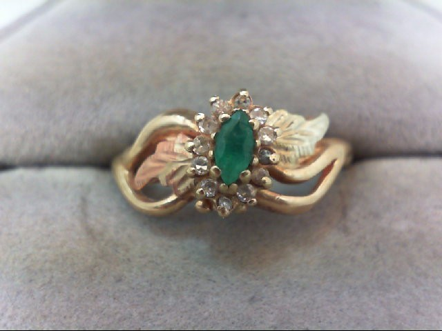 Emerald Lady's Stone & Diamond Ring 12 Diamonds .12 Carat T.W.