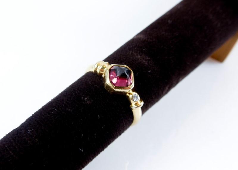 Synthetic Purple Stone Lady's Stone & Diamond Ring 0.02 CT. 18K Yellow Gold 4.1g