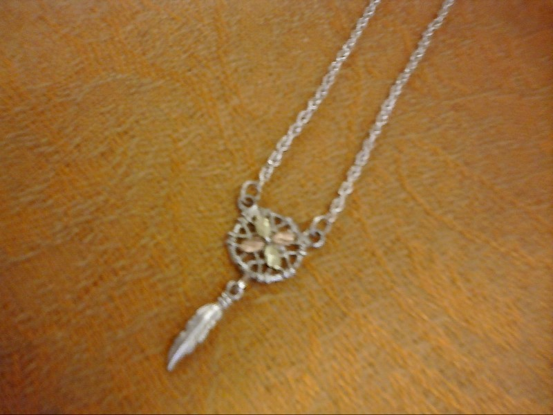 NECKLACE JEWELRY JEWELRY; 4 LEAVES WITH CIRCLE AND FEATHER BHGSILVER NECK.