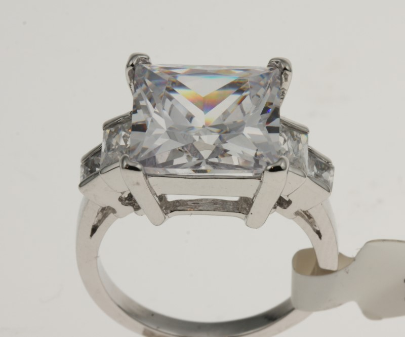 Lady's Silver & Stone Ring 925 Silver 3g Size:8