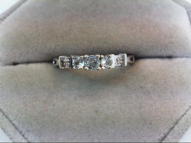 Lady's Gold Ring 10K White Gold 1.4g