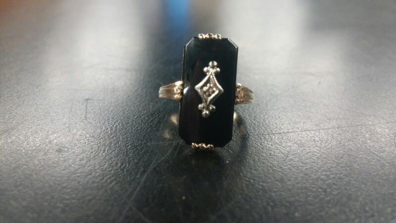 Lady's ONYX Ring 14K Yellow Gold Size:6