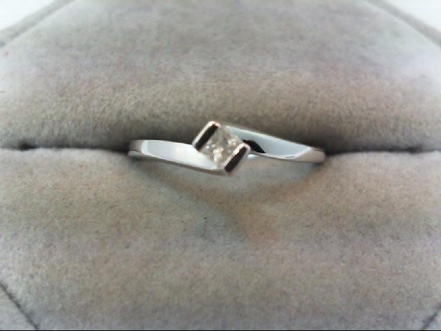 Lady's Diamond Engagement Ring .18 CT. 10K White Gold 1.7g