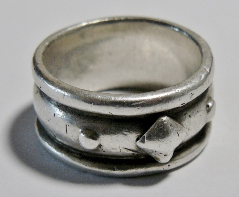 Heavy Silver Ring 925 Silver 6.71dwt Size:8, Triangle & Dot Design on Face