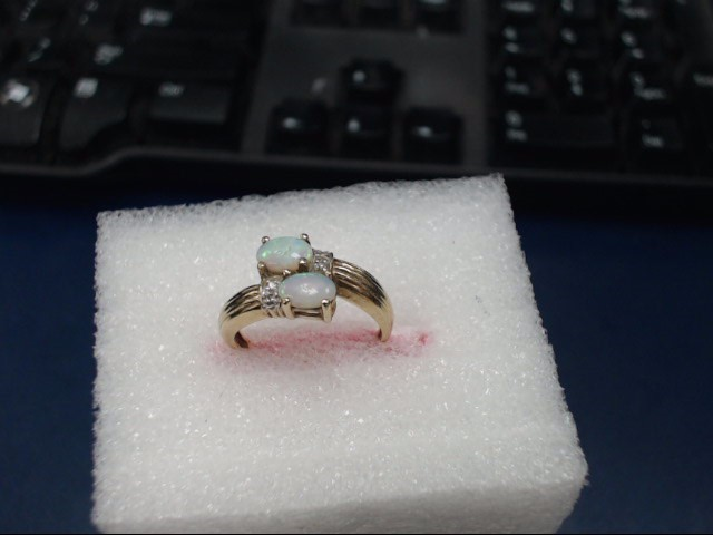 10KT RING WITH OPAL AND 14KT EARRINGS WITH OPAL