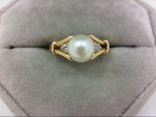 Pearl Lady's Stone & Diamond Ring 2 Diamonds 0.06 Carat T.W. 14K Yellow Gold 3.1