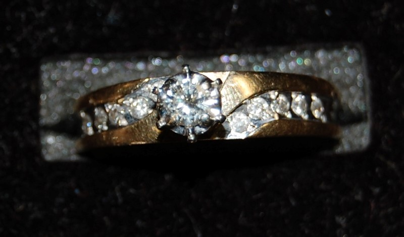 Lady's Diamond Wedding Band 11 Diamonds .23 Carat T.W. 14K Yellow Gold 3.4g