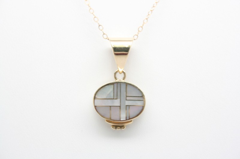MOTHER OF PEARL OVAL PENDANT 14K YELLOW GOLD