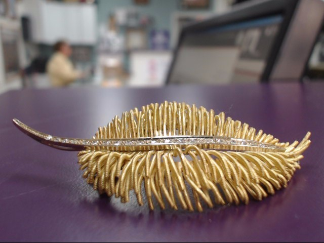 18K YELLOW GOLD PALM LEAF BROOCH WITH 20 DIAMONDS .40ctw