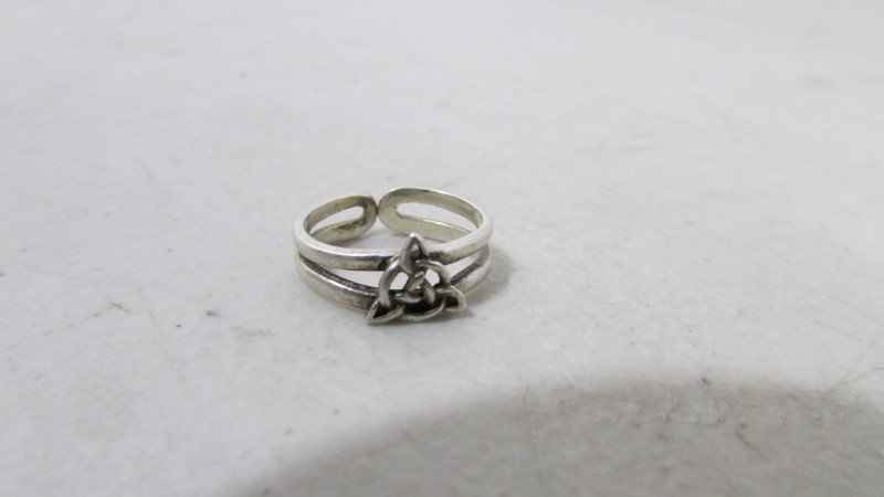 Lady's Silver Ring 900 Silver 1.74g