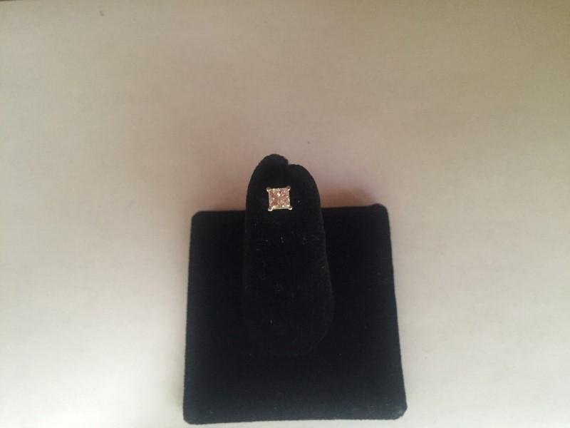 Gold-Diamond Earrings .25 CT. 14K White Gold 0.3g
