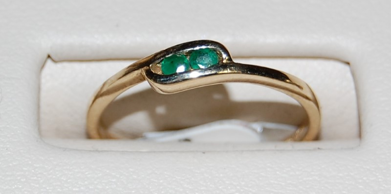 14K Yellow Gold Lady's Synthetic Emerald Ring 1.4G 0.16CTW Size 7