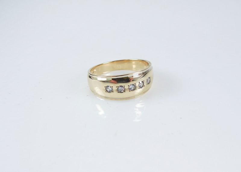 Gent's Gold-Diamond Wedding Band 5 Diamonds .15 Carat T.W. 14K Yellow Gold 7.7g