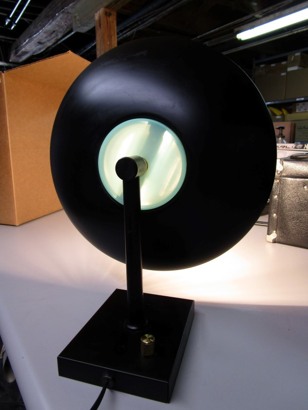 PORTABLE DIMMING LAMP, UNIT WORKS, GOLD KNOB ON BASE TURNS THE LAMP ON AND OFF A