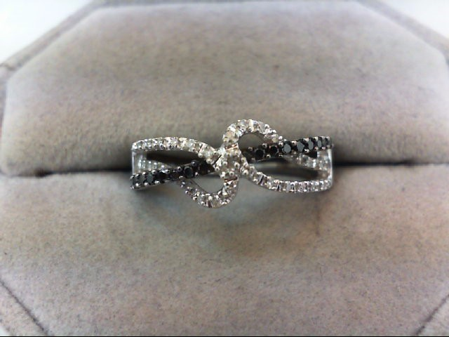 Lady's Gold Ring 10K White Gold 3.1g