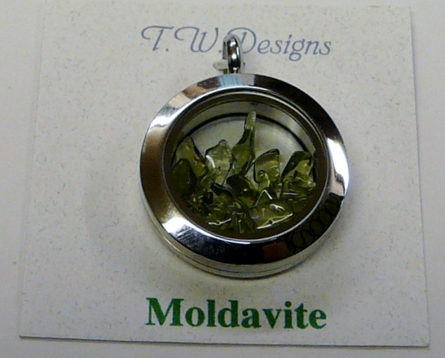 Pendant  Stainless 7.01dwt Round showcase pendant with Moldavite Chips