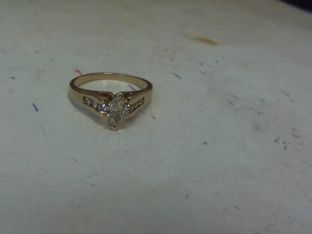 White Stone Lady's Stone Ring 14K Yellow Gold 1.8dwt