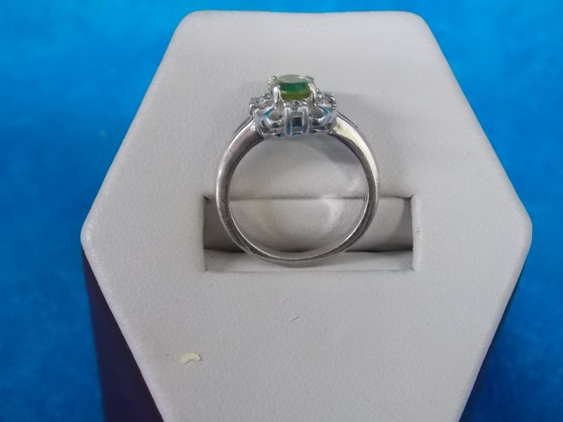 Synthetic Peridot Lady's Silver & Stone Ring 925 Silver 1.94dwt
