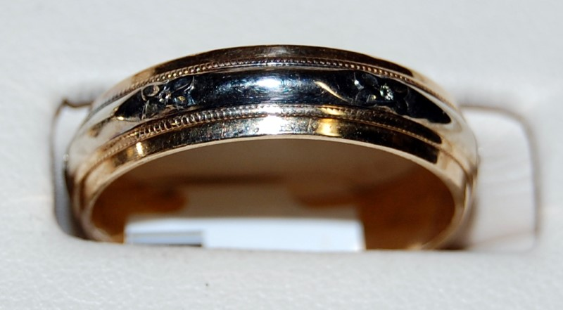 14K Two-Tone Gold Gent's Wedding Band 4.4G Size 9
