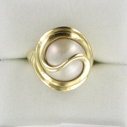 Synthetic Pearl Lady's Stone Ring 14K Yellow Gold 4.9dwt