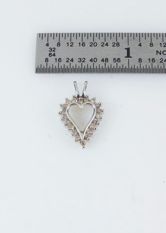 Gold-Multi-Diamond Pendant 20 Diamonds 0.2 Carat T.W. 10K White Gold 1.1g
