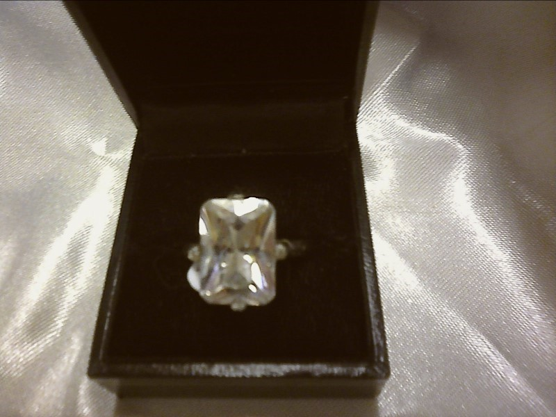 Cubic Zirconia Lady's Silver & Stone Ring 925 Silver 4.71dwt Size:8