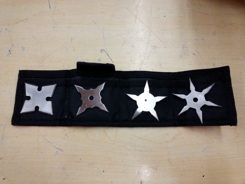 4 TAIWAN THROWING STARS W/POUCH