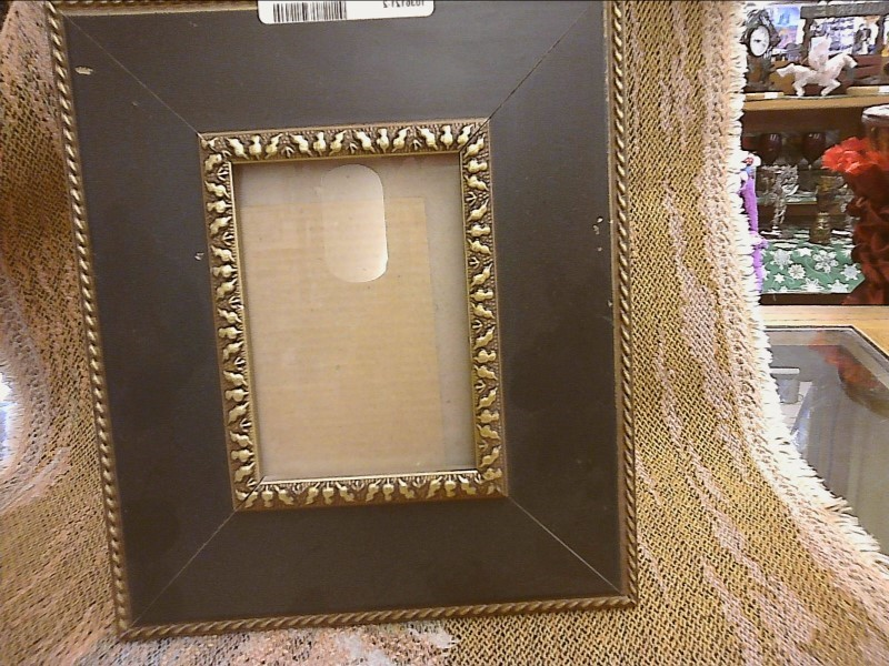 MISC HOUSEHOLD MISC USED MERCH MISC USED MERCH; GREEN AND GOLD FRAME