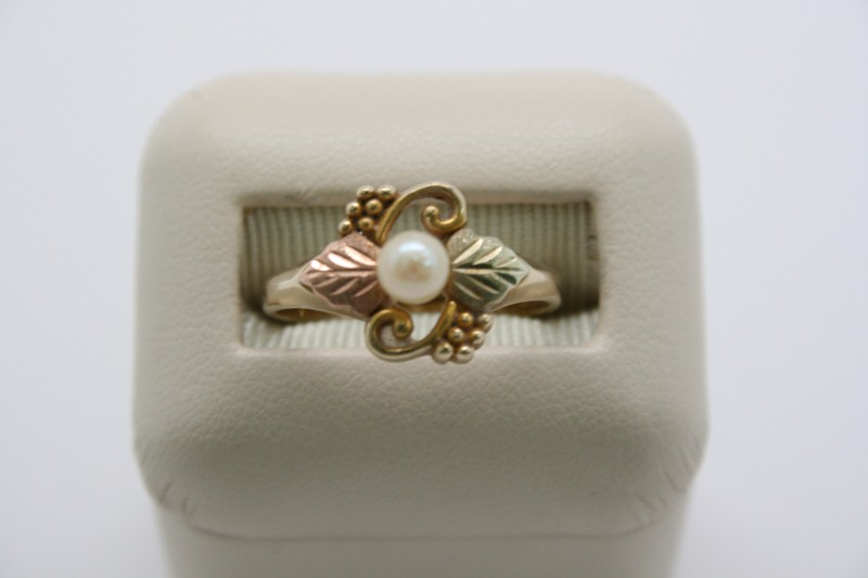 LADY'S BLACK HILLS GOLD PEARL RING 10K GOLD