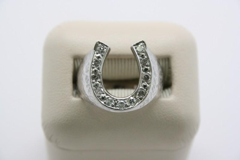 GENT'S HORSE SHOE DESIGN WITH DIAMOND 14K WHITE GOLD
