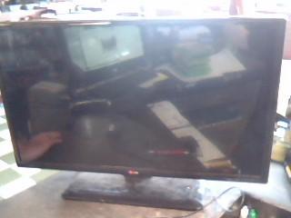 LG Flat Panel Television 32LN520B