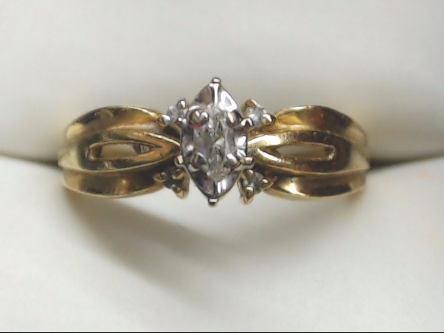 Estate lady's Diamond Engagement Ring 10K Yellow gold Size 7