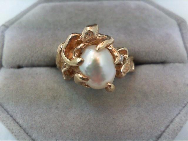 Lady's Diamond Fashion Ring .06 CT. 14K Yellow Gold 7.4g