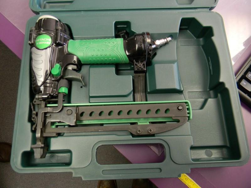 """Hitachi 1 1/2"""" Stapler - N3804AB3 - LIKE NEW!"""