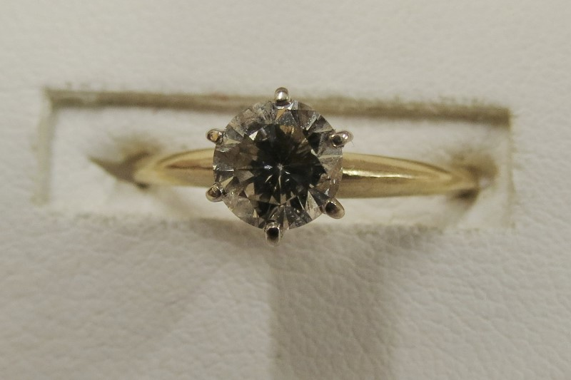 APROX. .75 SOLITAIRE DIAMOND RING SET IN YELLOW GOLD SIZE 7