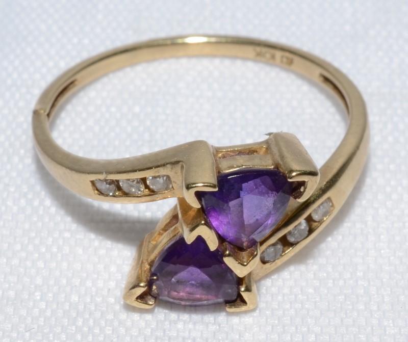 Amethyst Lady's Stone & Diamond Ring 6 Diamonds 0.06 Carat T.W. 10K Yellow Gold
