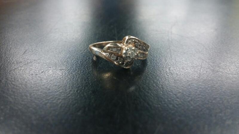 Lady's Diamond Solitaire Ring 7 Diamonds .07 Carat T.W. 10K Yellow Gold 1.7dwt