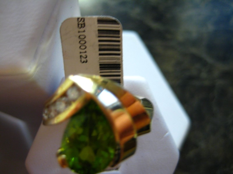 Synthetic Green Stone Lady's Stone Ring 14K Yellow Gold 8.4g