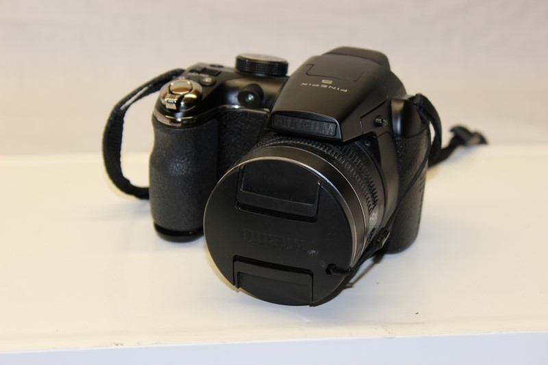 FUJIFILM Digital Camera FINEPIX S4800 Acceptable