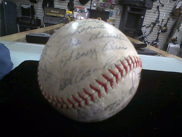 1959 BRAVES SIGNED BASEBALL  / # 44 Hank Aaron