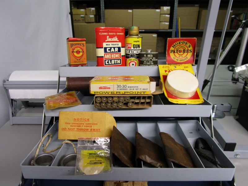 VINTAGE GUN CLEANING CARE KIT, INCLUDES EVERYTHING IN PICTURES, HOPPE'S PATCHES,