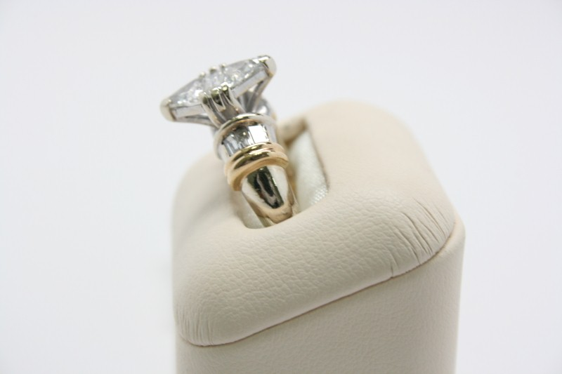 LADY'S FASHION DIAMOND RING 14K WHITE GOLD