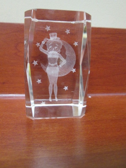 BETTY BOOP LASER ETCHED GLASS FIGURE NIGHT SCENE W/ STARS.  ETCHED GLASS MEASURE