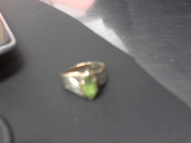Green Stone Lady's Stone Ring 10K Yellow Gold 4.1g